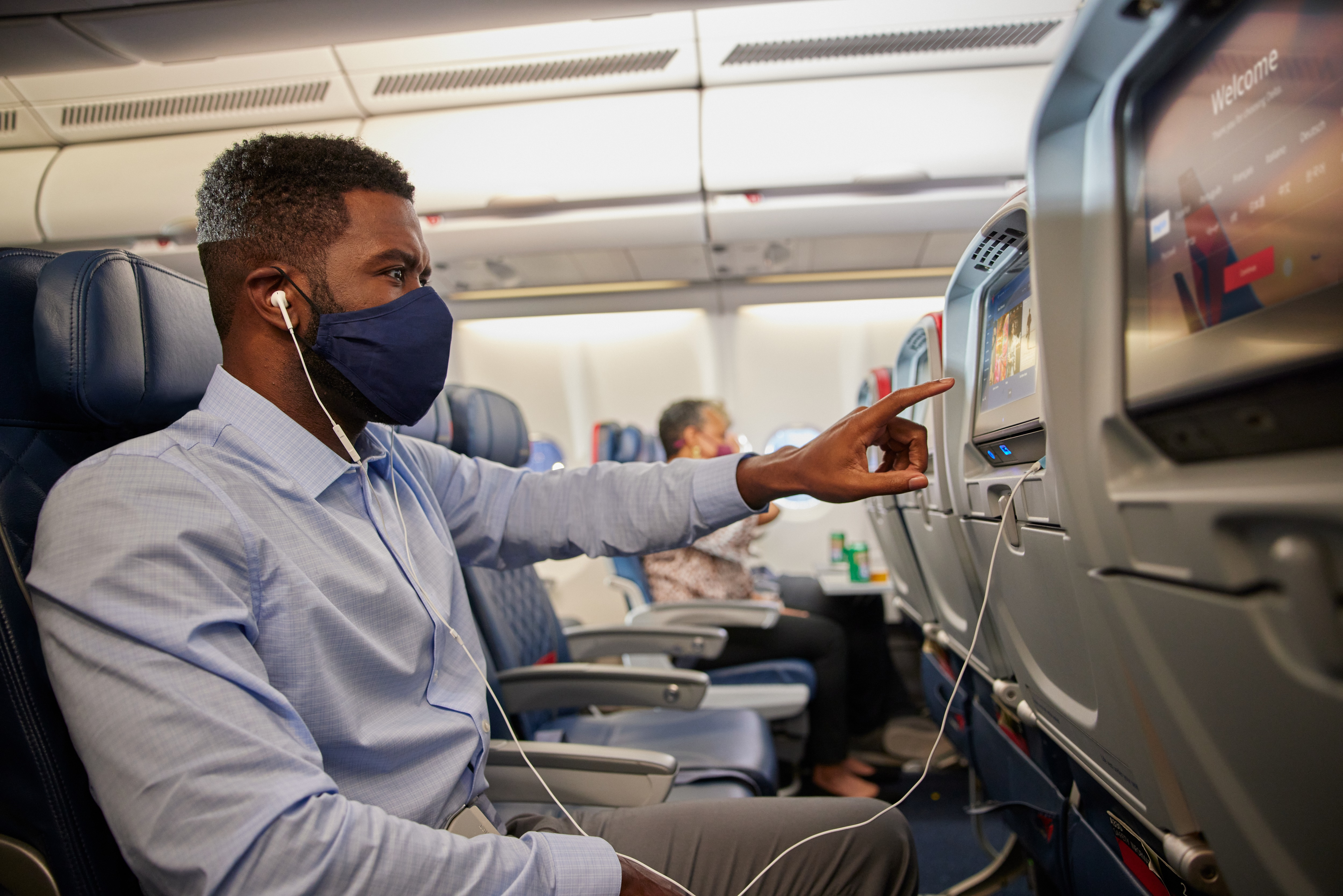 Customer on aircraft with mask, IFE