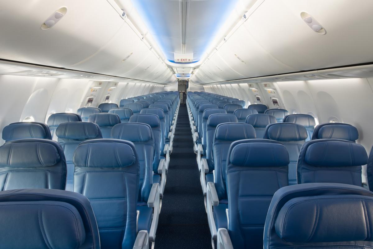 737-900ER Main Cabin