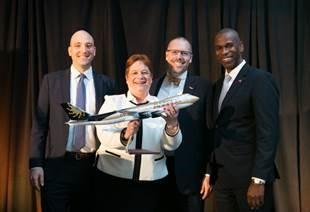 Cargo leaders accept the award