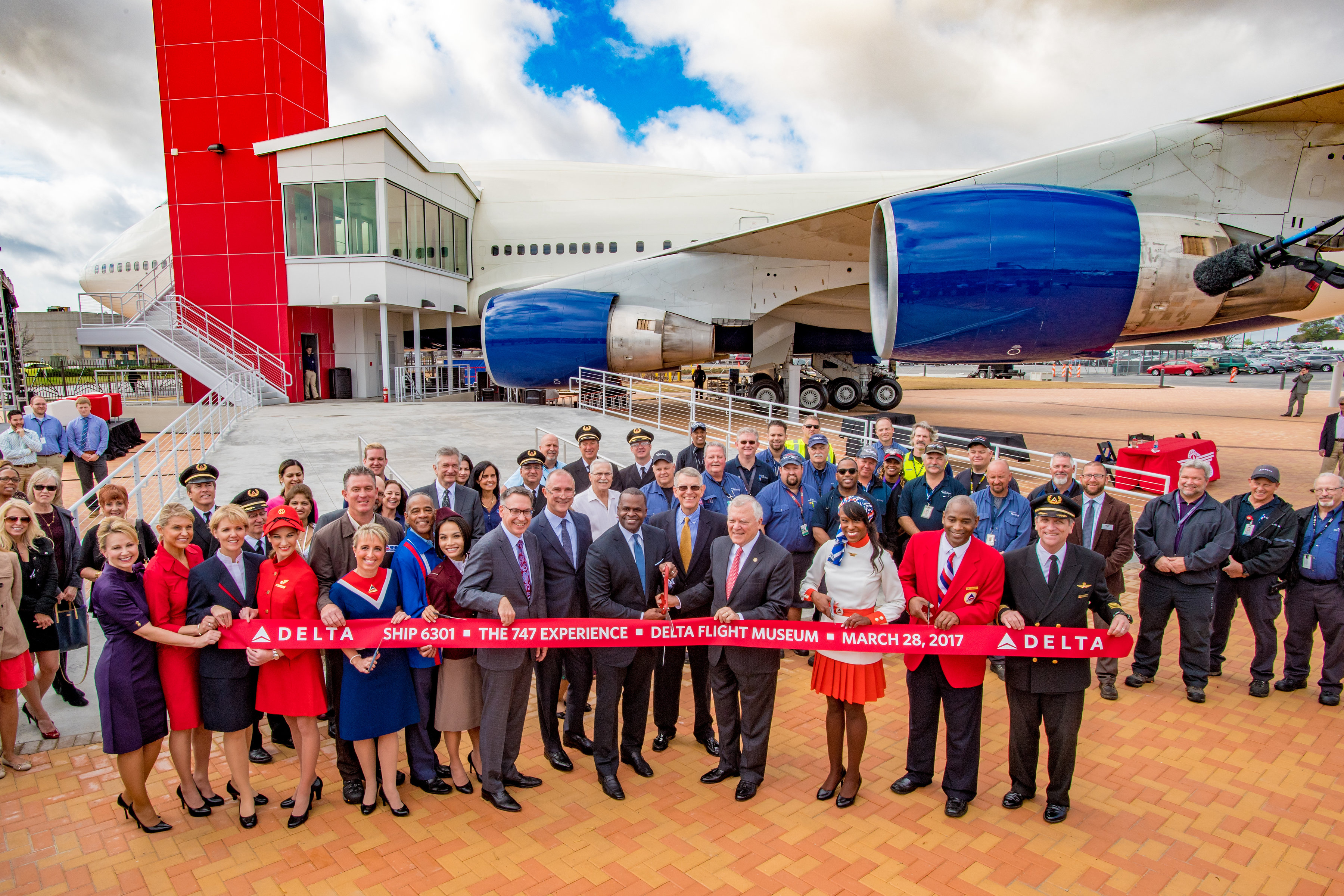 Ribbon cutting at 747 Experience exhibit