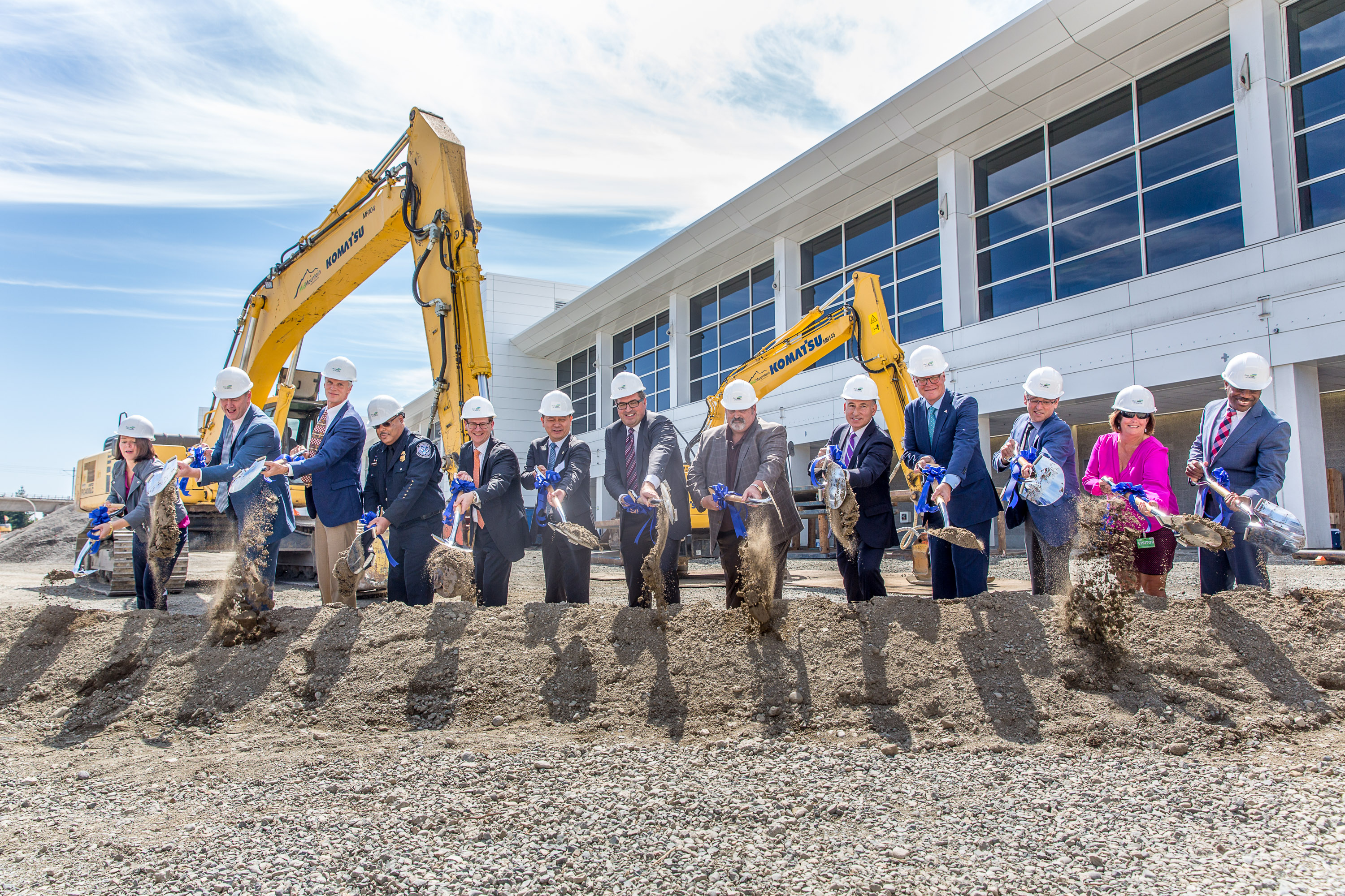 Leaders participate in ground breaking