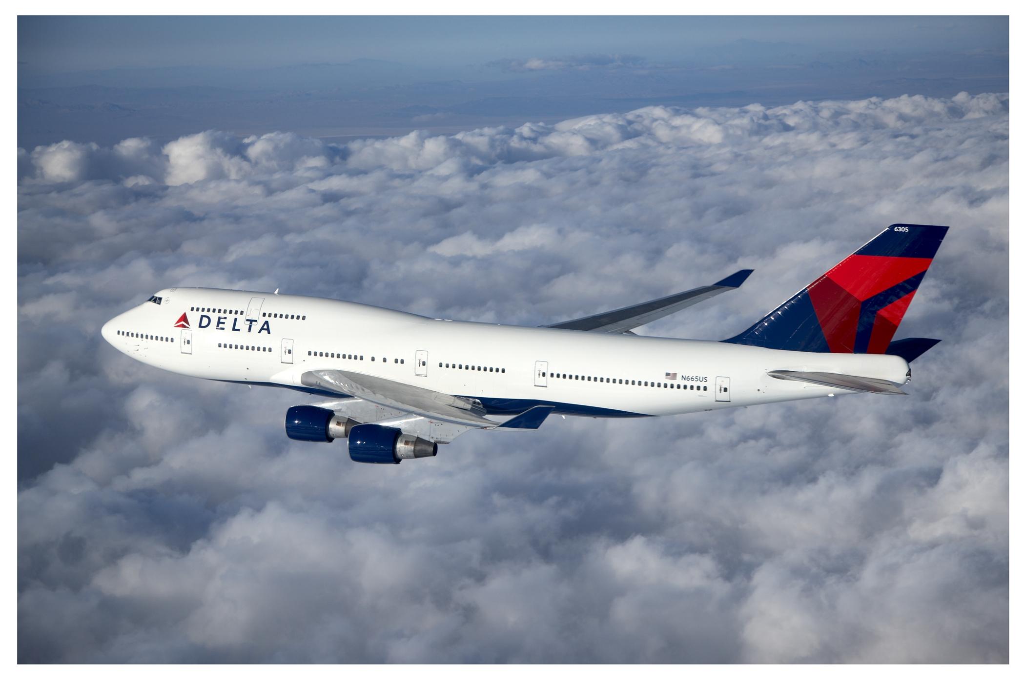 Boeing 747- 400 Mid Flight