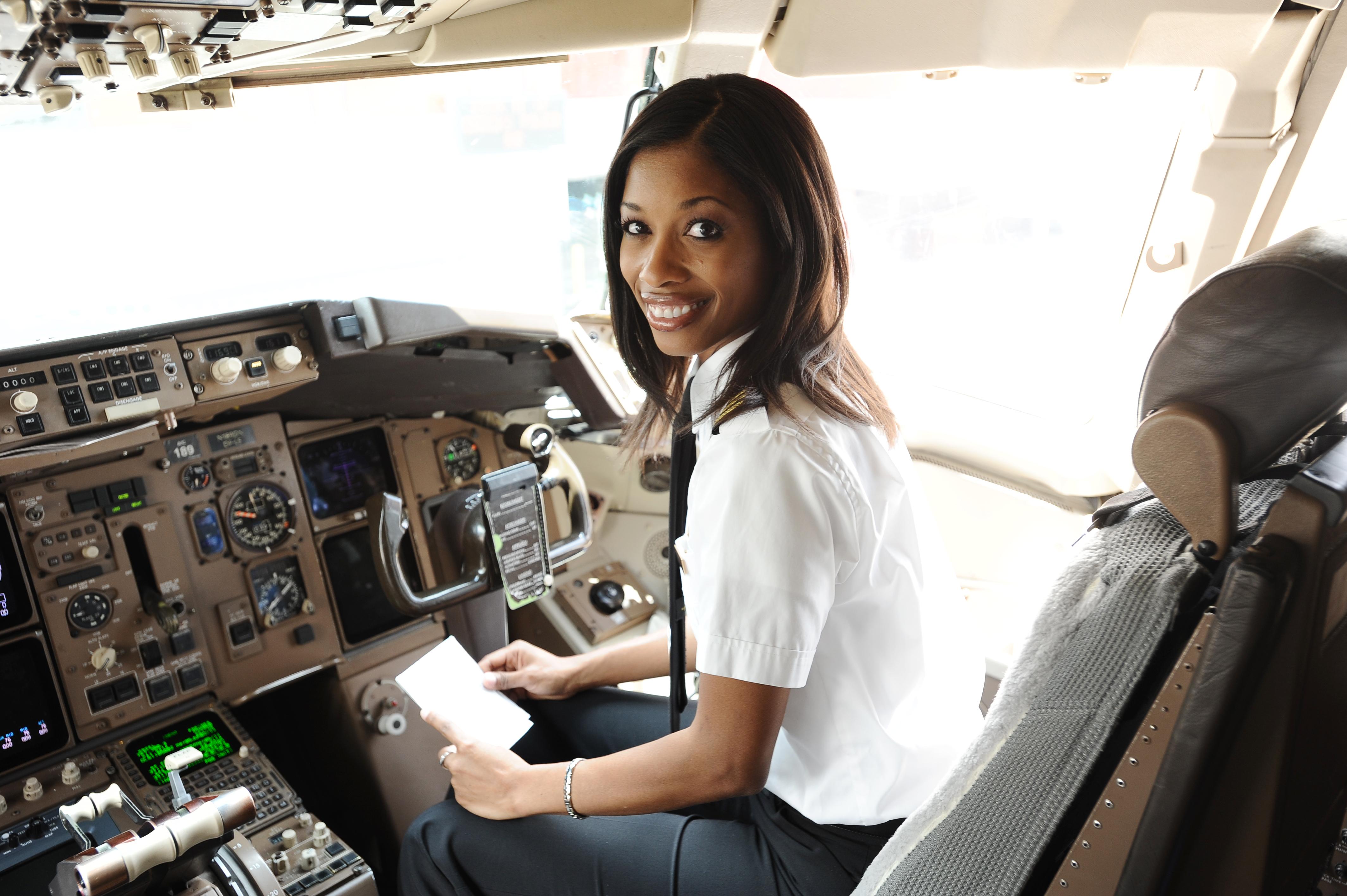 First Officer Rachelle Kerr Delta News Hub