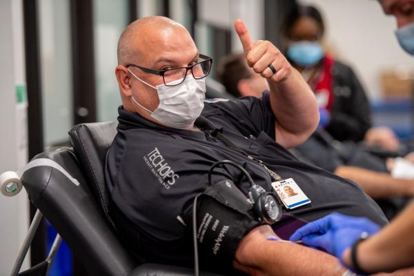 Delta employee gives blood
