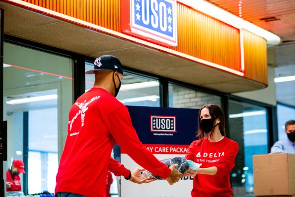 Delta employees volunteering with USO
