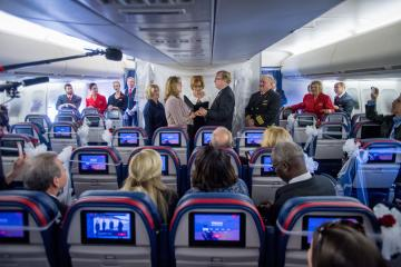 Delta couple marries on final 747 flight 2