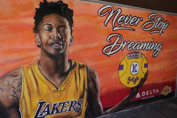 "Delta dedicates ""Beyond the Court"" Lakers mural to Covenant House California"