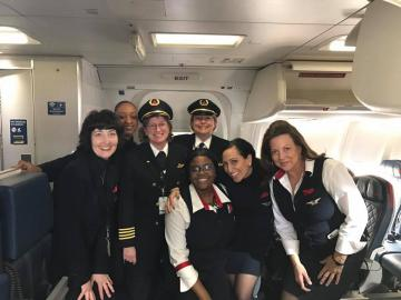 Toni Wysong with an all-female flight crew