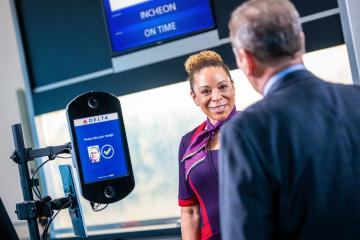 employee-greets-customer-boarding-with-facial-recognition