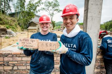 Global Build volunteers with