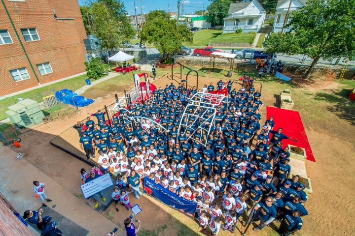 Delta volunteers at Atlanta KaBOOM! build