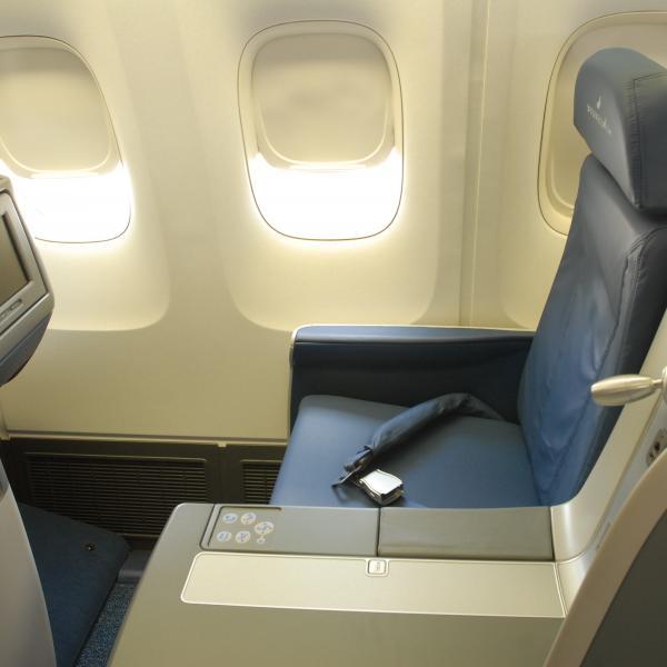 767-400 Delta One seat