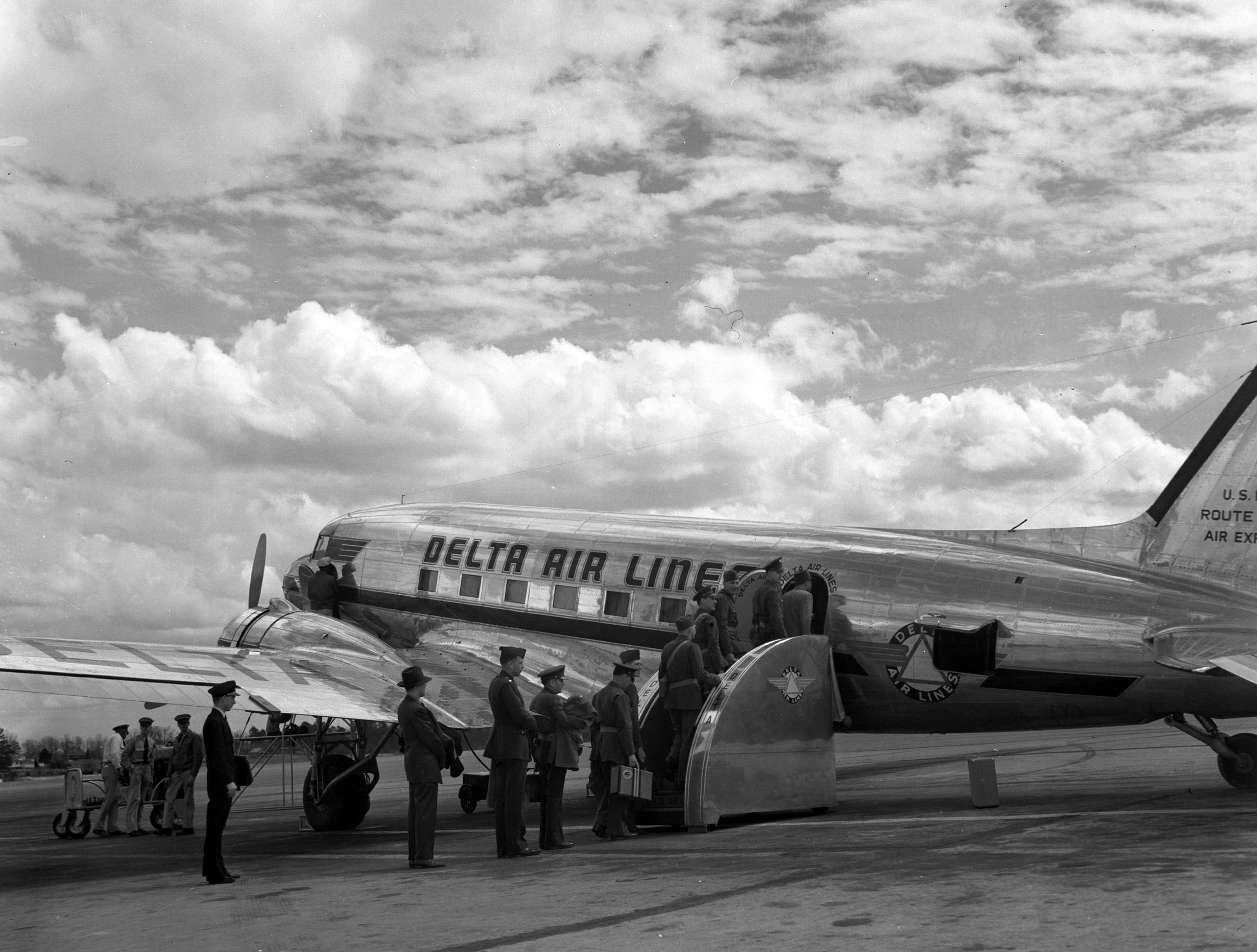 World War 2 DC3 Plane